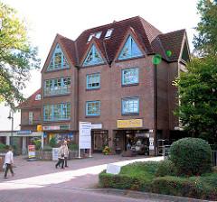 Modernes Geschäftgebäude, Bürogebäude beim Bahnhof Schmalenbeck, Gemeinde Grosshansdorf.