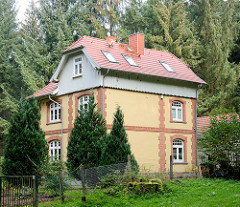 Historische Villa im Wald, hohe Bäume - Waldreiterweg in Grosshansdorf.