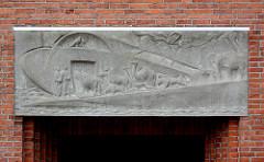 Relief über dem Eingang der Auferstehungskirche der Evang. - Lutherischen Kirchengemeinde Großhansdorf-Schmalenbeck.
