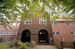 Historische Architektur - Schulgebäude in Großhansdorf, Grundschule am Wöhrendamm; Architekt Fritz Höger.