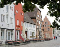 Historische Architektur in der Hansestadt Wismar - Wohnhäuser, Geschäftshäuser in der Strasse Am Lohberg.