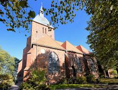 St. Nicolaikirche in Mölln - Wahrzeichen der Stadt; der Gottesbau wird auf den Anfang des 13. Jahrhunderts datiert. Architekturstil spätromanisch, Pfeilerbasilika - dreischiffig / Backsteinromanik.