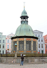 Wismarer Wasserkunst - Wahrzeichen der Hansestadt - Bauwerk nach Plänen Baumeister Philip Brandin, fertiggestellt 1602 - niederländische Renaissance.