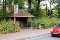 Bushaltestelle Kiekut - Fahrgastunterstand aus Fachwerk mit Ziegeln gedeckt - Bilder aus der Gemeinde Großhansdorf / Schleswig Holstein.