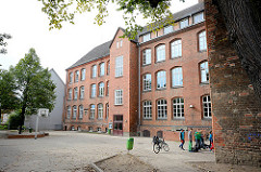 Backsteinarchitektur der Goethe Schule in Wismar, errichtet 1890 auf dem Gelände des Dominikanerklosters / Schwarzes Kloster.