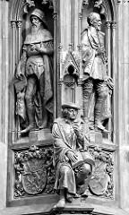 Detail Rubenow Denkmal vor dem Universitätshauptgebäude in Greifswald - das neugotische Denkmal wurde vom Schinkelschüler August Stühler 1856 entworfen.