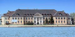 Historisches Verwaltungsgebäude - Hafengebiet von Danzig / Gdansk.