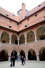 Hof mit Arkadengängen in der Burg Heilsberg in Lidzbark Warmiński - erbaut von 1350 - 1401; Ordensburg des Deutschen Ordens.