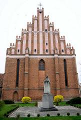 Kollegiatskirche in Dobre Miasto / Guttstadt, Polen - dreischiffige gotische Hallenkirche, errichtet 1357 - 1389 - Backsteinarchitektur.