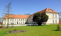 Klassizistisches Schloss in Trzebiatow / Treptow an der Rega; erbaut Ende des 18. Jahrhunderts.