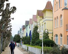 Strandpromenade - Bäderarchitektur im Ostseebad Heringsdorf / Usedom. Historische Architektur - farbige, bunte Fassaden.