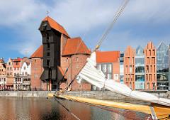 Historisches Krantor - Stadttor in Danzig; ursprünglich im 15. Jahrhundert erbaut; im II. Weltkrieg zerstört und in den 1960er Jahren rekonstruiert.