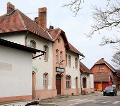 Bahnhofsgebäude von Łeba an der polnischen Ostseeküste.