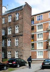 Mehrstöckige Wohnhäuser - enge Blockbebauung, historischer Backsteinbau, Arbeiterwohnungen - Schlitzbauweise; Neubau, neu + alt.