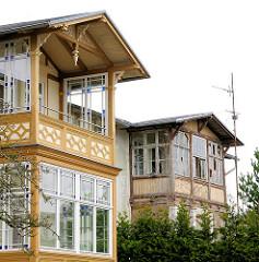 Historische Bäderarchitektur Ostseebad Heringsdorf -  Veranda aus Holz; alt + neu.