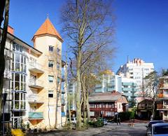 Moderne Architektur in Międzyzdroje / Misdroy (Polen) - Wohnhaus mit Holzfassade, Holzhaus - alt + neu.
