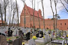 Klosterkirche und Friedhof von Żarnowiec / Zarnowitz, Polen.