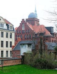 Architektur der Hansestadt Greifswald - ehem. Gefängnisgebäude - Universität; Backsteinarchitektur.