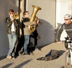 Strassenmusiker in Danzig am Grünen Tor; Stadttor an der Mottlau.