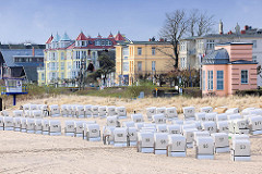Strand von Heringsdorf, Usedom - Strandkörbe; Strandpromenade - Panorama, Bäderarchitektur.
