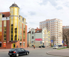 Unterschiedliche Architekturstile - historische und moderne Architektur in Danzig; alt + neu.