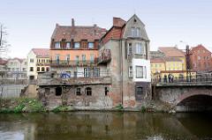 Altes Gebäude, Wohnhaus am Ufer der  Lyna / Alle -