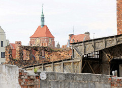 Mauerreste - Holzschuppen, Backstein / Ziegelstein - Ruine auf der Speicherinsel von Danzig.
