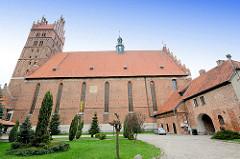 Kollegiatskirche in Dobre Miasta / Guttstadt, Polen - dreischiffige gotische Hallenkirche, errichtet 1357 - 1389 - Backsteinarchitektur.
