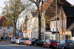 Historische Architektur in Bad Segeberg - Wohnhäuser und Geschäftshäuser in der Hamburger Strasse.