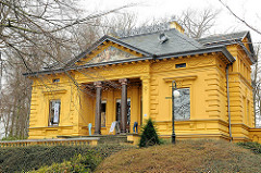 Villa Oechsler - Strandpromenade Ostseebad Heringsdorf / Insel Usedom - Baudenkmal der Bäderarchitektur; erbaut 1883 im Stil des Spätklassizismus.