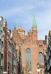 Blick aus der Danziger Frauengasse auf die Marienkirche.