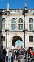 Langgassertor in Danzig - auch Goldenes Tor, pl. Złota Brama genannt; erbaut 1614 im Stil des niederländischen Manierismus - Sehenswürdigkeiten der Stadt Danzig / Gdansk.