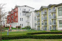 Neubauten und historische Gründerzeitarchitektur - mehrstöckige Wohnhäuser - Strandpromenade Ostseebad Heringsdorf / Usedom.