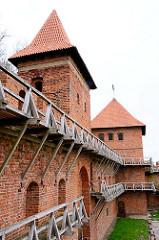 Wehranlage - Mauer mit Turm und Bastei -  Domburg - Frauenburger Dom / Kathedrale Frombork - gotischer Backsteinarchitektur, errichtet 1329 - 1388.
