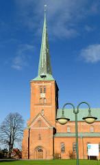 Marienkirche in Bad Segeberg - dreischiffige Backsteinbasilika im romanischen Stil.