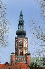 Turm vom Greifswalder Dom St. Nikolai - Ursprungsbau 1395 fertiggestellt. Gotischer Backsteinbau . Wahrzeichen der Hansestadt Greifswald.