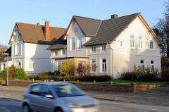 Einzelhäuser an einer Hauptstrasse - Gründerzeitarchitektur; Bilder aus der Kreisstadt Bad Segeberg in Schleswig Holstein.