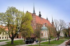 Ansicht Frauenburger Dom / Kathedrale Frombork - gotischer Backsteinarchitektur, errichtet 1329 - 1388; barocke Salvatorkapelle.