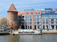 Historischer Ziegelturm / Stadtbefestigung Danzig - moderne Neubauten - Glasfassade; alt + neu.