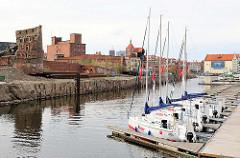 Marina / Sportboothafen in Danzig - Speicherruinen auf der Speicherinsel.