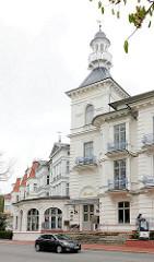 Eingang Hotel Seeschloss - historische Architektur, Ostseegemeinde Heringsdorf / Usedom.
