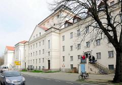 Rückseite vom Greifswalder Theaterhaus - Theater Vorpommern; Bühneneingang.