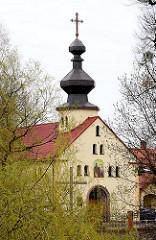 Glockenturm mit hohem Kreuz - Kirche in Lidzbark Warmiński / Heilsberg.