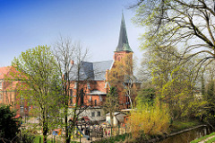 Römisch-Katholische Probsteikirche Sankt Joseph - neugotischer Backsteinbau; erbaut 1869 - Architekt Hugo Schneider - Missionskirche.