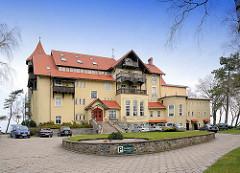 Rückseite, Auffahrt vom ehem. Kurhaus am Ostseestrand von Łeba / Leba, erbaut Ende des 19. Jahrhunderts - jetzt Hotel Neptun.