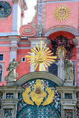 Barockarchitektur - Marien Wallfahrtskirche Święta Lipka, Heiligelinde - Polen; barocke Dekorelemente an der Fassade der Kirche.