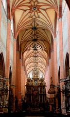 Innenansicht der Klosterkirche Pelplin, Polen - das Kloster Pelplin ist eine ehemalige, der Jungfrau Maria, St. Bernhard, St. Benedikt und St. Stanislaus geweihte Zisterzienserabtei. Backsteingotik - Baubeginn um 1258.