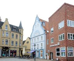 Marktplatz der Stadt Wolgast - unterschiedliche Architekturstile nebenander.
