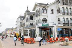 Strandpromenade Gemeinde Dreikaiserbäder, Heringsdorf - Usedom; Restaurants und Cafés an der Strandpromenade - Gebäude im Baustil der Bäderarchitektur.