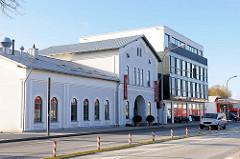 Alter Bahnhof, Bad Segeberg - stillgelegt und privat genutzt; historische Architketur + Neubau; alt und neu.